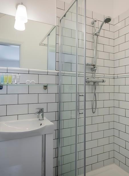 Room 11   Deluxe Double Bedroom En-Suite   Bathroom