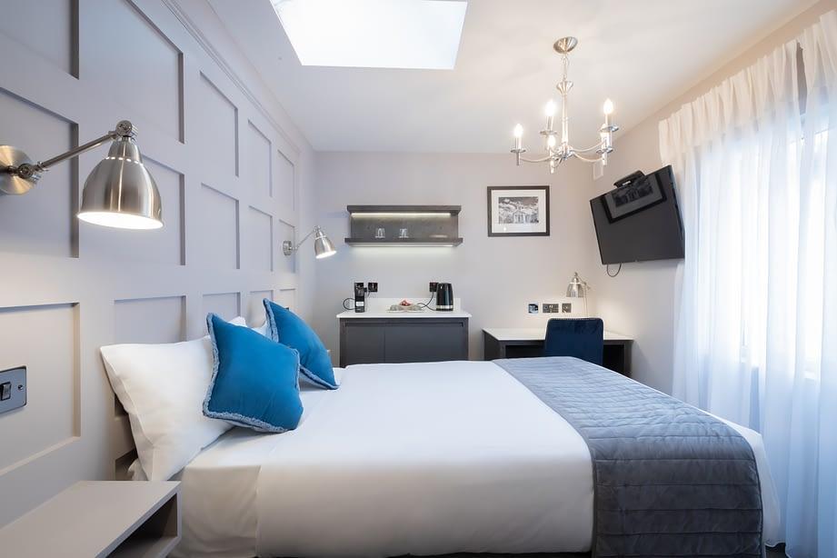 Room 4 | Pepper Cannister | 43 Inch Smart TV