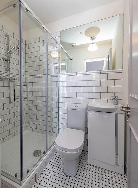 Room 10 | Thomas Burgh | Bathroom