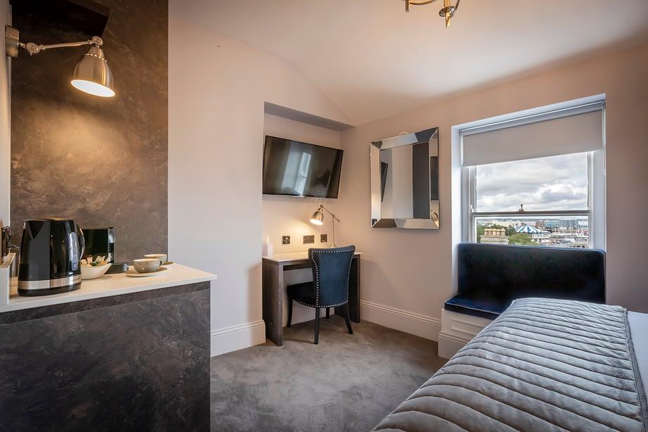 Room 12 | Deluxe Double Bedroom En-Suite | king sized bed