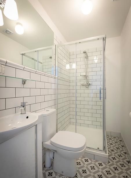 Room 8 | Deluxe Studio Apartment En-Suite | Bathroom